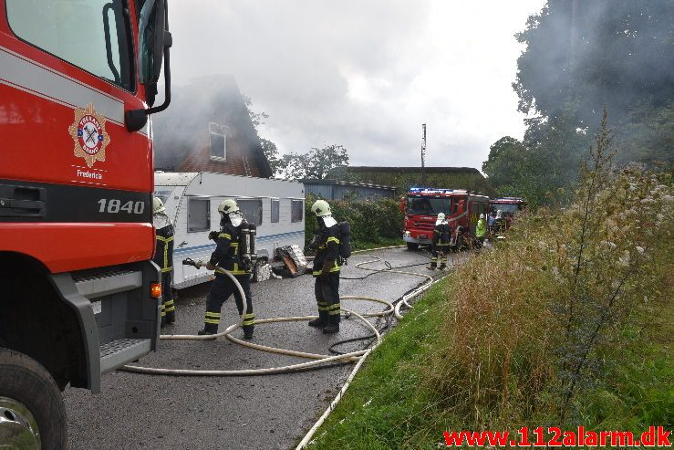 Brand i Villa. Fiskebækvej i Pjedsted. 17/08-2019. Kl. 15:51.