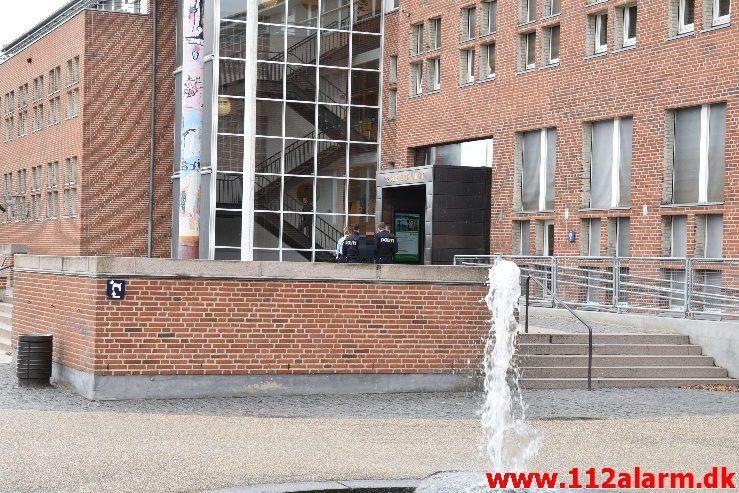 En person skabte utryghed på Kommunen. Skolegade i Vejle. 20/09-2019. KL. 11:00.