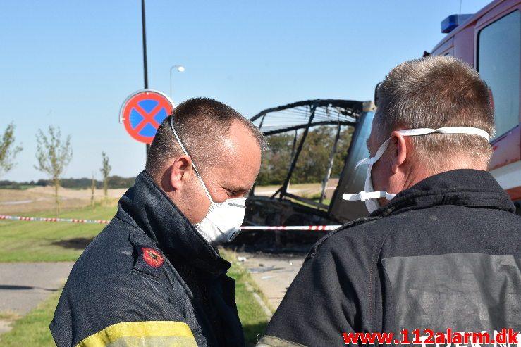 Personbil kørte ind under en sættevogn. Sysselvej i Vejle. 22/09-2019. Kl. 12:04.