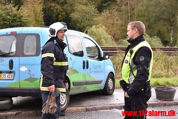 Manden faldt i søvn bag rettet. FUH med fastklemte. Tirsbæk Strandvej i Vejle. 04/10-2019. Kl. 16:45.