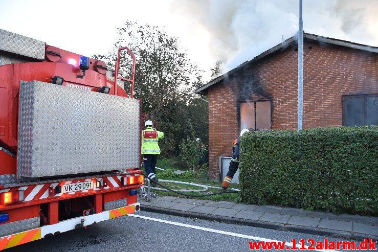 Brand i Villa. Mølvangvej i Jelling. 05/10-2019. Kl. 18:22.