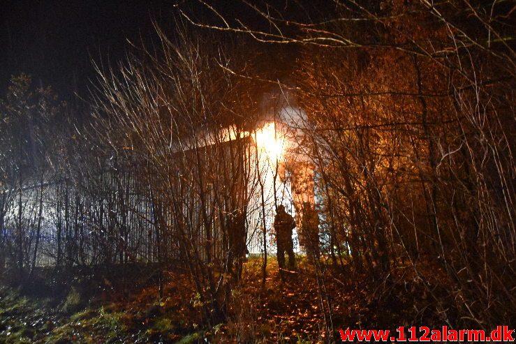 Gårdbrand. Bjerregårdsvej ved Jelling. 20/11-2019. Kl . 20:42.