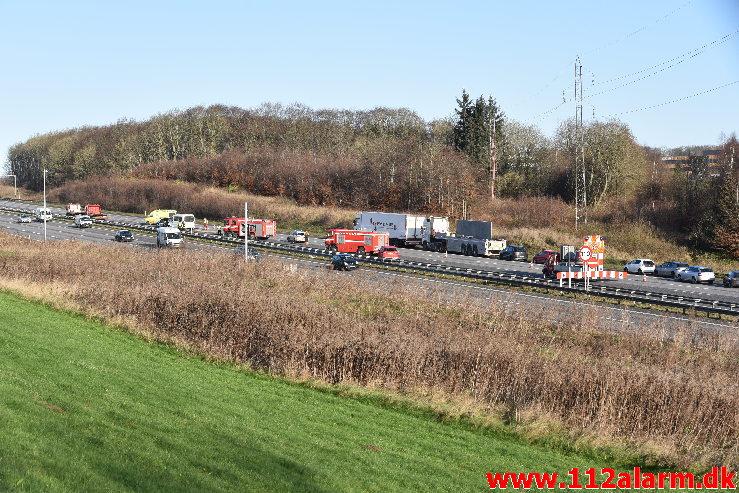 Fuh med fastklemt. Motorvejen E45 i nordgående spor. 29/11-2019. Kl. 11:22.