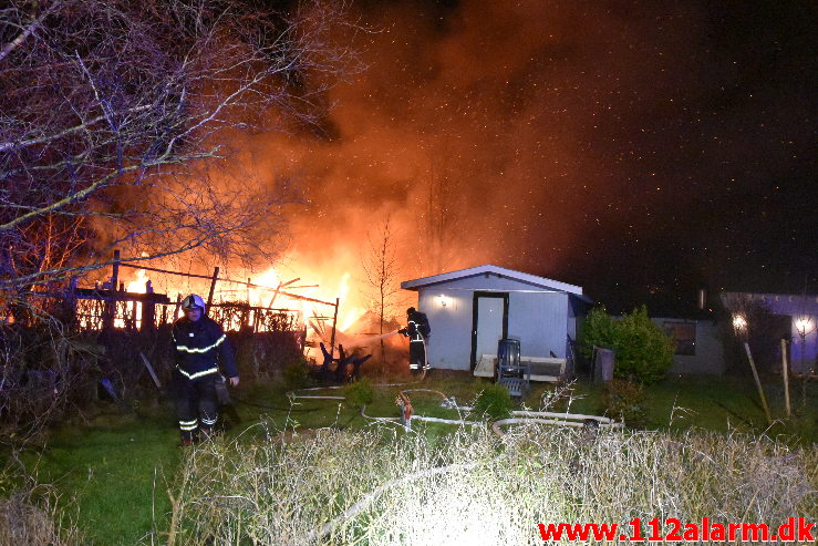 Kolonihavehus nedbrændte totalt. Timianvej i Vejle. 13/12-2019. KL. 18:12.