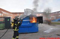 Ild i fritstående Container. Vejle Midtbyskole på Damhaven. 31/12-2019. KL. 15:38.