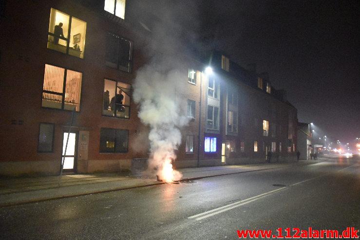 Mindre brand i Container. Vesterbrogade 8 i Vejle. 01/01-2020. Kl. 00:36.