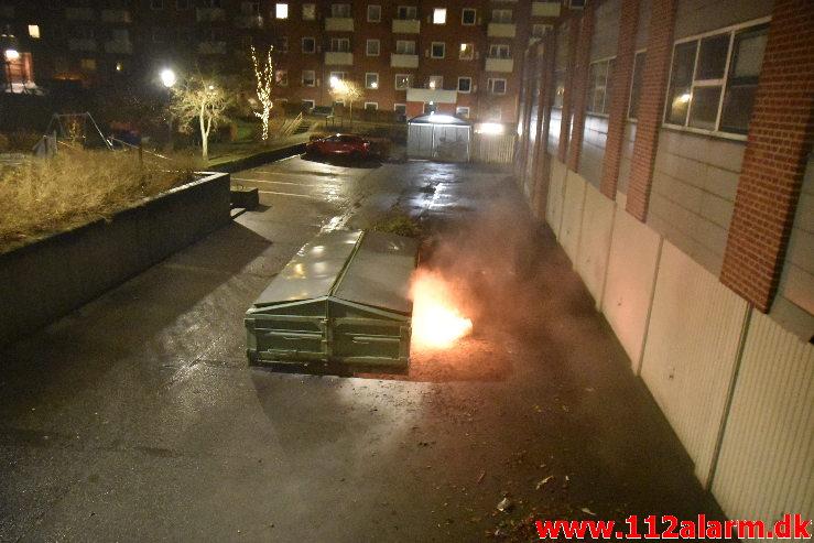 Påsat ild på Knallert. Mindegade i Vejle. 02/01-2020. Kl. 23:56.