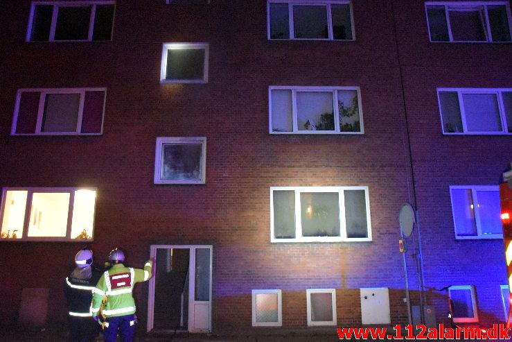 Ild i Etageejendom. Aagade i Vejle. 05/01-2020. Kl. 01:06.