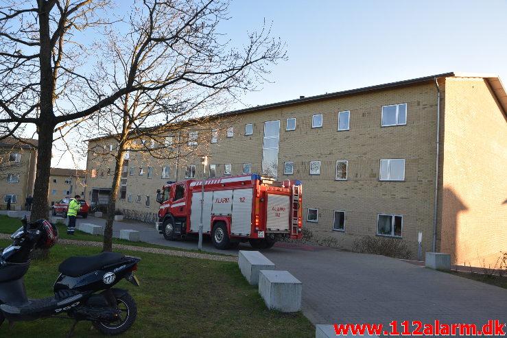 Bygn.brand-Etageejendom. Løget Center 77 i Vejle. 20/03-2020. Kl. 17:43.