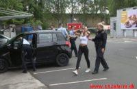 En 19-årig kvinde sparket på en bil. Circle K på Boulevarden i Vejle. 09/06-2020. Kl. 15:30.