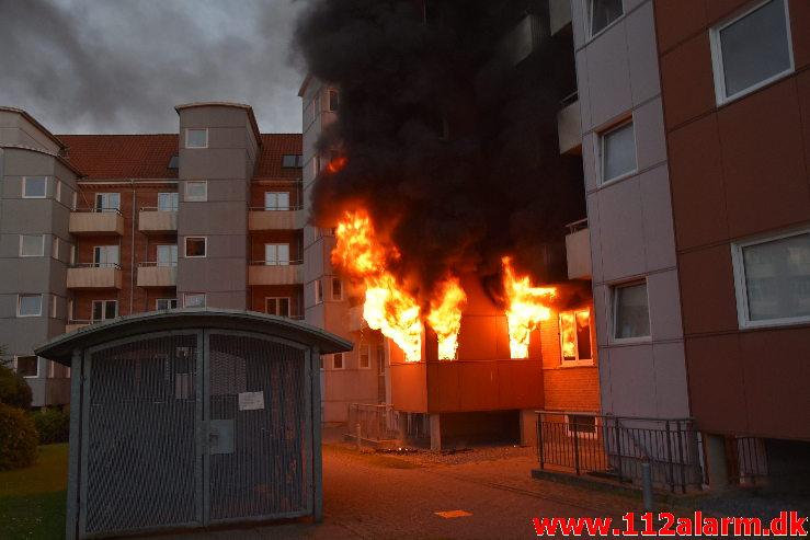 Voldsom brand i lejlighed. Haraldsgade 23 i Vejle. 16/06-2020. KL. 22:14.