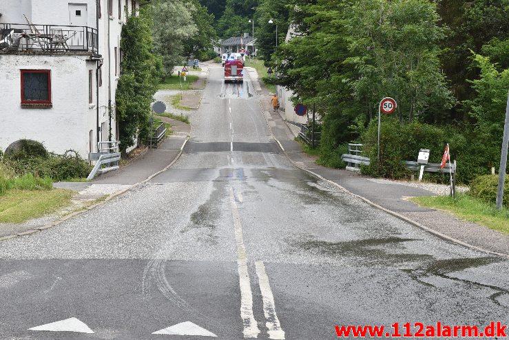Landmand tabte gylle. Grejsdalsvej i Vejle. 27/06-2020. Kl. 09:50.