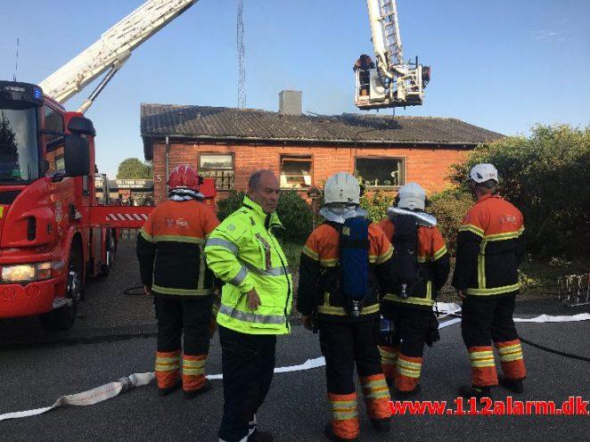 Brand i Villa. Gl. Landevej i Almind. 24/07-2019. KL. 19:06.