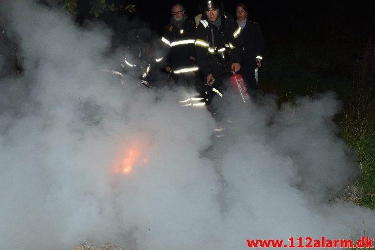 Ild i knallert. Løget Dam i Vejle. 27/09-2019. KL. 20:39.
