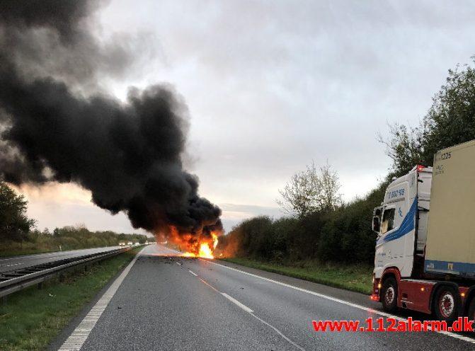 Brand i kassevogn. Motorvejen E45 ved Herslev. 25/10-2019. Kl. 08:16.