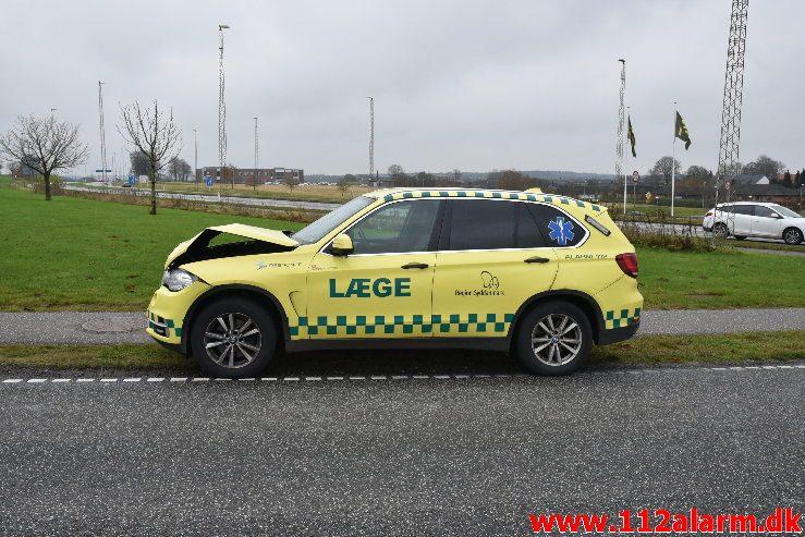 Akutbilen var impliceret i færdselsuheld. Fredericiavej i Vejle. 19/11-2019. KL. 11:00.
