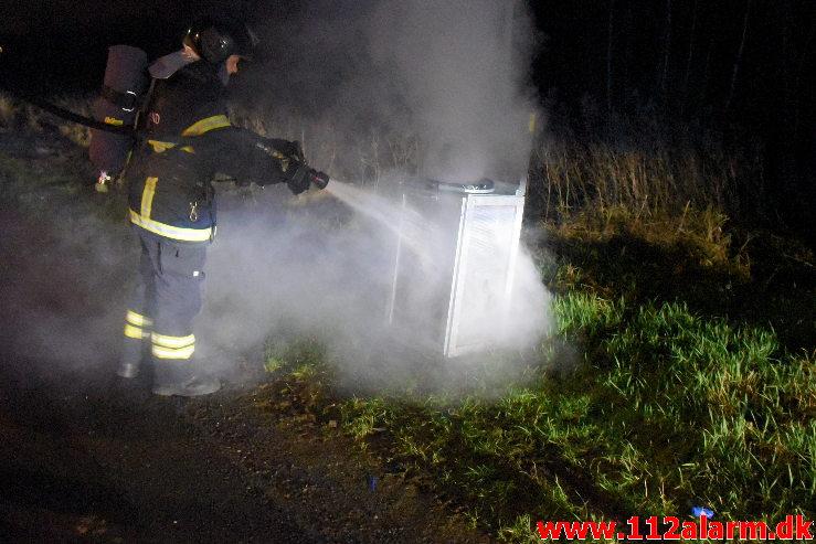 Ild i skraldespand. Vestre Engvej i Vejle. 08/01-2020. Kl.20:40.