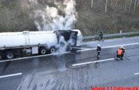 Brand i ARLA`s sættevogn. Motorvej E45 ved Vejle. 10/04-2020. Kl. 18:40.