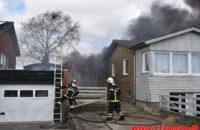 Voldsom brand i udhus. Tiufkærvej i Smidstrup. 13/04-2020. Kl. 15:01.