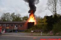 Ild i Industribygning. Jellingvej i Vejle. 26/04-2020. Kl. 20:06.