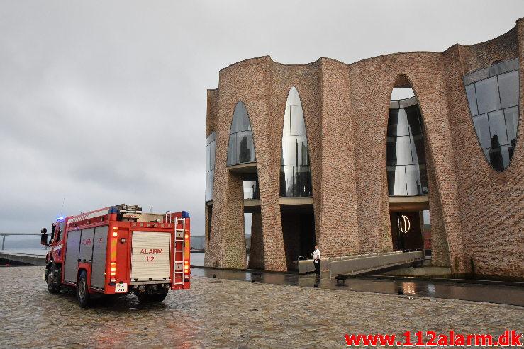 Ild i Etageejendom. Havneøen 1 i Vejle. 22/05-2020. Kl. 20:54.