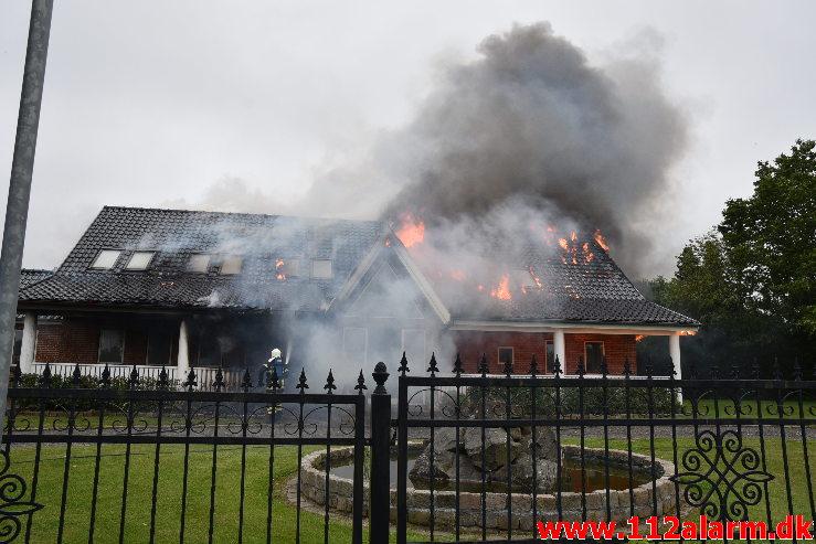 Voldsom brand i Villa. Møllehusvej i Grejs. 12/06-2020. Kl. 18:34.