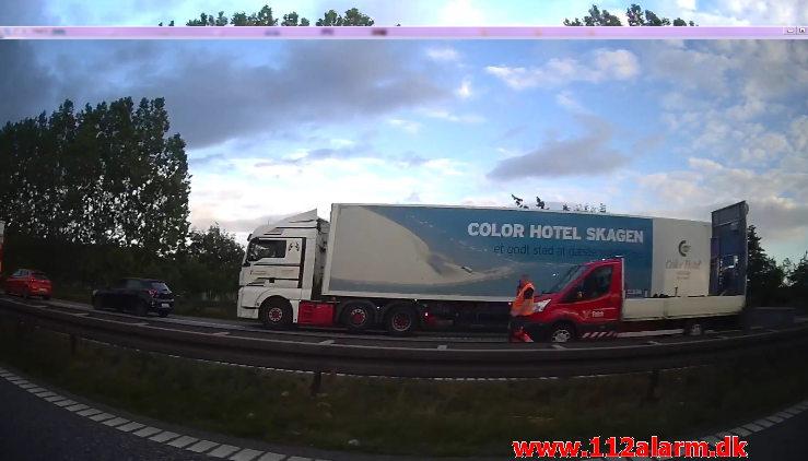 Væltet hestetrailer. E45 mellem TDC og Hedensted. 16/07-2020. Kl. 19:51.