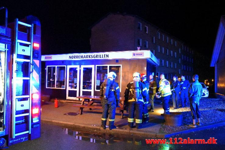 Ild i Butik. Horsensvej 85 i Vejle. 23/08-2020. Kl. 02:48.