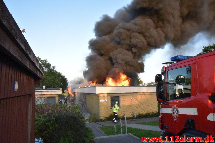 Voldsom brand i villa. Grønnedalen i Vejle. 16/09-2020. KL. 18:51.