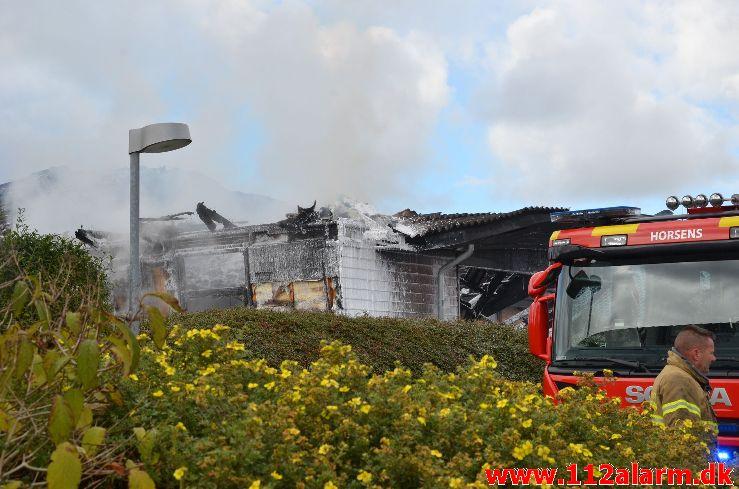 Ukrudtsbrænder fik fat i udhuset. Torsmark i Horsens. 11/10-2020. Kl. 11:26.