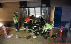 Elevatoren faldt ned over montøren. Vejle Banegård. 14/12-2020. Kl. 10:01.