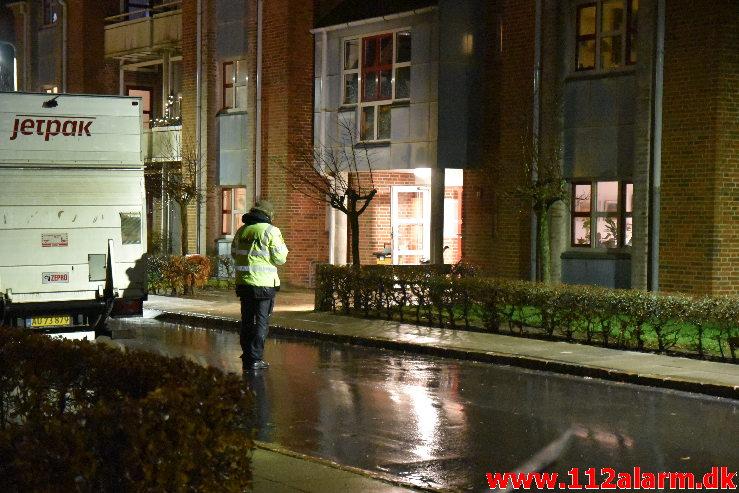 Politiet har spærret hele gaden. Valdemarsgade i Vejle. 27/12-2020. Ca. Kl. 15.