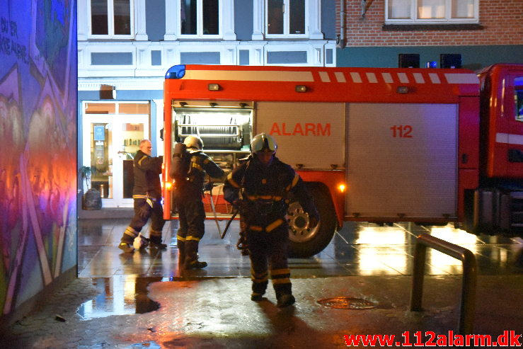 Ild i fritstående Container. Vissingsgade 5 B i Vejle . 31/12-2020. Kl 19:20.