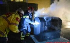 Ild i Container under tag. Løget Høj 13 i Vejle . 01/01-2021. KL. 01:01.
