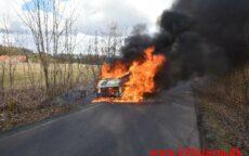 Voldsom brand i varevogn. Højenskovvej ved Højen. 16/03-2021. KL. 15:34.