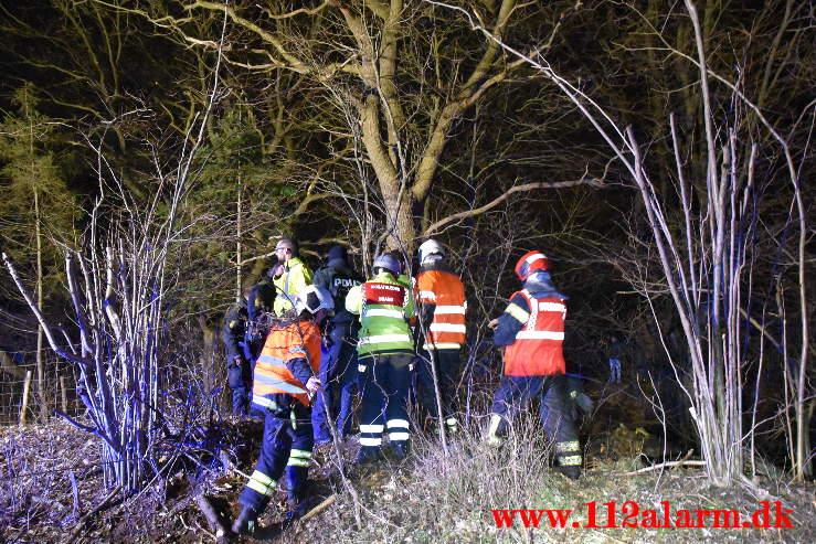 Bilen endte på hovedet i en lille sø. Koldingvej ved Vejle. 29/03-2021. Kl. 21:21.