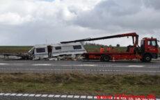 Campingvogn i midter autoværnet. Midtjyske Mortorvej ved Tørring. 05/04-2021. Kl. 14:51.