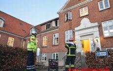 Branden startet i sengen. Bo og Behandlingshjemmet i Jelling. 20/04-2021. Kl. 05:19.