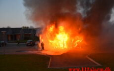 Voldsom brand i garage. Lillegårdsvej på Uhrhøj i Vejle. 28/04-2021. Kl. 20:48.