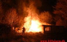 Brand i Villa. Grønnedalen i Vejle. 29/04-2021. Kl. 00:27.