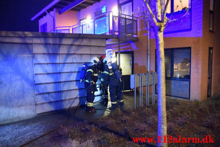 Ild i Lejlighed. Betty Sørensen Parken i Vejle. 03/05-2021. Kl. 21:58.