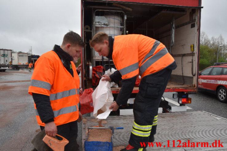 Større Benzin udslip. Rasteplads S E45 ved Vejle. 12/05-2021. Kl. 10:00.