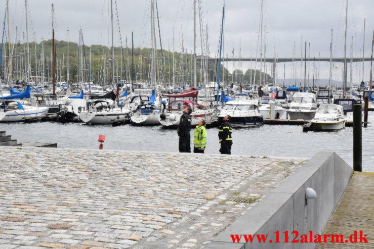 Tømmer stak ud over kanten. Havneøen 7100 Vejle. 23/05-2021. KL. 09:47.