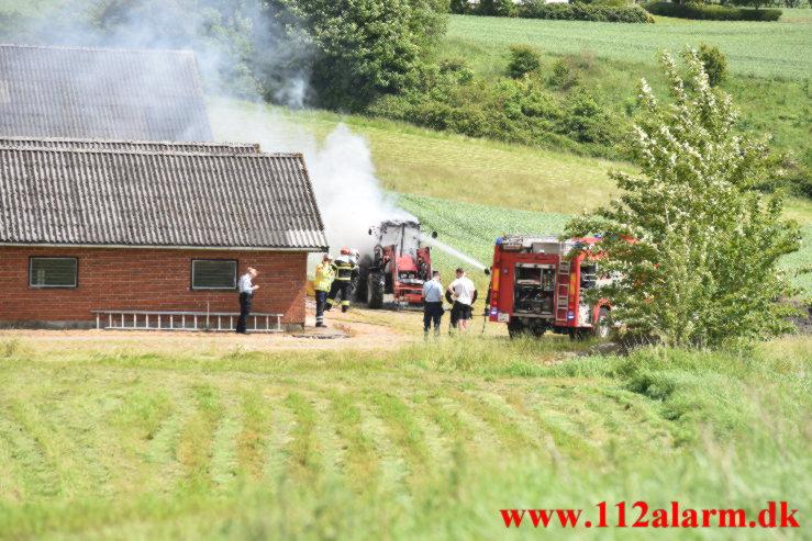 Ild i Industribygning. Hover Kirkevej ved Vejle. 15/06-2021. Kl. 14:06.