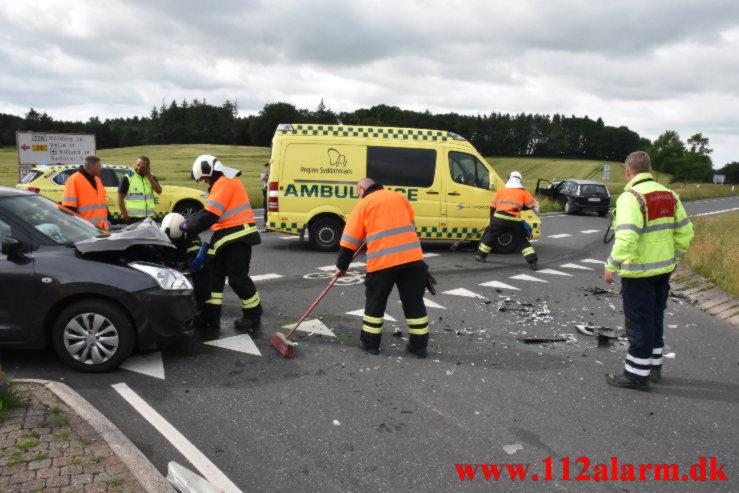 FUH-Færdelsuheld med fastklemt. Balle Vestvej og Ballevej i Bredsten. 23/06-2021. KL. 16:13.