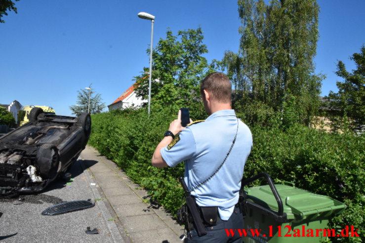 Endte på taget efter flyvetur. Foran Møllen i Vejle. 24/06-2021. Kl. 10:27.