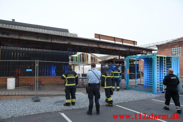 15 årige skulle løftes ned fra taget. Spinderigade her i Vejle. 24/06-2021. KL. 22:33.