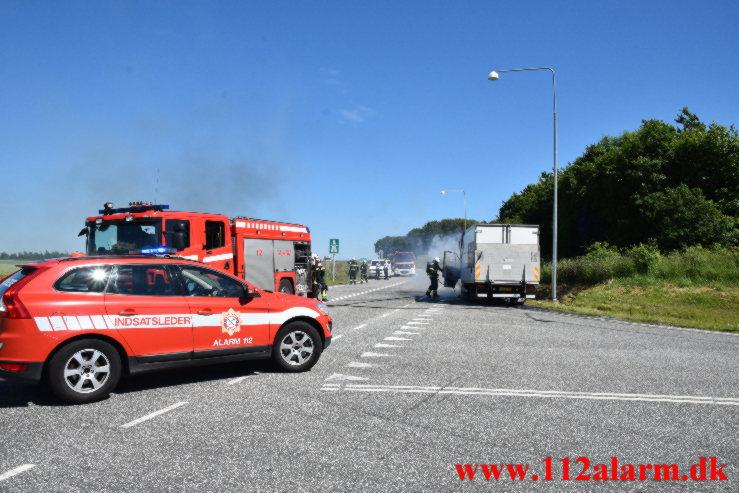 Ild i kassevogn. Grønlandsvej i Vejle. 28/06-2021. Kl. 15:18.
