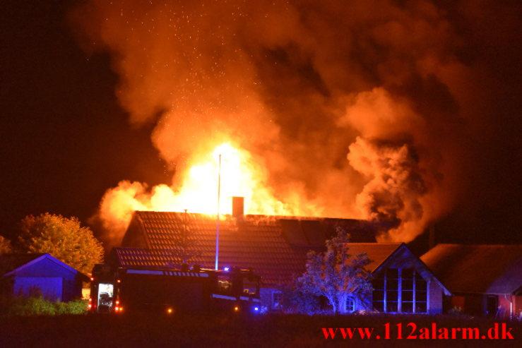 Voldsom brand i Villa. Bjerregårdsvej i Hørup. 11/07-2021. KL. 00:55.