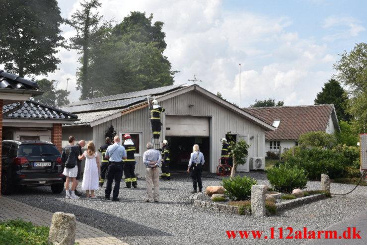 Ild i værksted. Rolighedsvej i Nørup. 26/07-2021. Kl. 15:22.